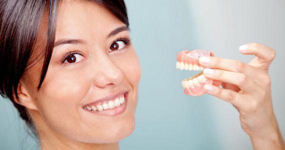 Видеть во сне вставные зубы, К чему снятся вставные зубы, чего опасатся сновидцу?